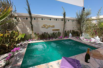 En 2016 le Riad Monceau ouvre un tout nouveau spa de grand luxe en collaboration avec la marque Les Sens de Marrakech ; superbe jacuzzi en terrasse avec grand lit bain de soleil